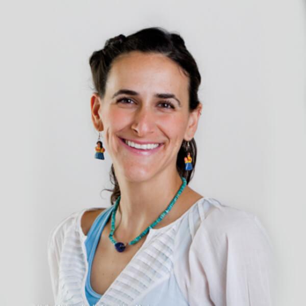 Dina Buchbinder, Fundadora y Presidenta de Educación para Compartir